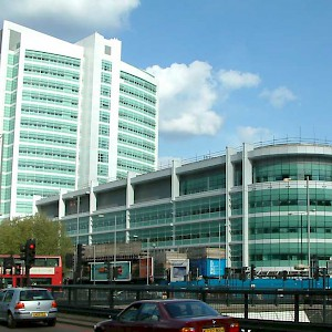 University College Hospital on Euston Road (Photo by Tagishsimon)