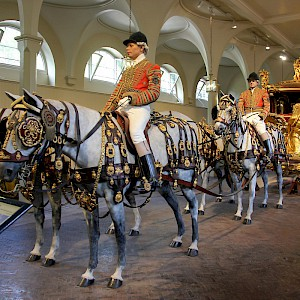 The Gold State Coach in the Royal Mews of Buckingham Palace (Photo by Laika ac)