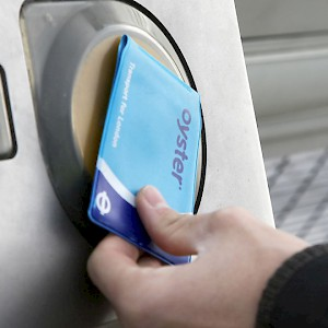 Using an Oyster Card on London public transit (Photo © Transport for London)