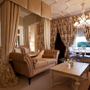 A room at the elegant hotel 11 Cadogan Gardens, in a Victorian townhouse in London (Photo courtesy of the hotel)