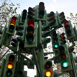 The Traffic Light Tree at the Billingsgate Market roundabout (a 1998 sculpture by Pierre Vivant, not a real traffic signal, but still indicative of how confusing it can be to drive in London). (Photo by Jeff Summers)
