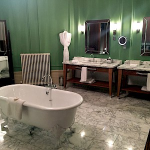 Not all British bathrooms are as swank as those in the suites at the St Pancras Renaissance Hotel (Photo by David Jones)